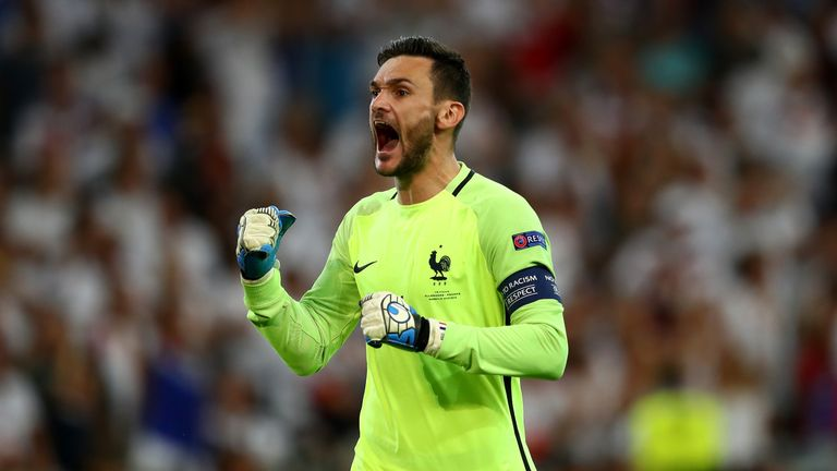 Hugo Lloris celebrates France's victory