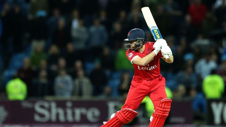 Stephen Parry's cameo with the bat helped Lancashire get the better of Derbyshire