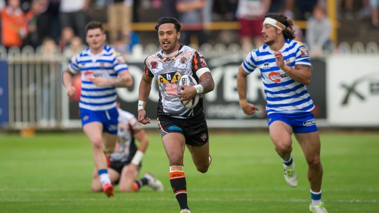 Denny Solomona is the latest rugby league winger to move into union