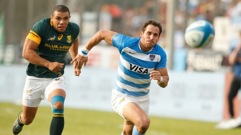 Joaquin Tuculet (r) and Bryan Habana chase after the ball