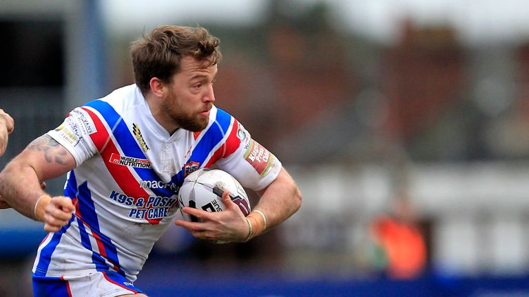 Danny Kirkmond played injured as Wakefield slumped to a 58-12 defeat at the hands of Warrington in Saturday's Challenge Cup semi-final