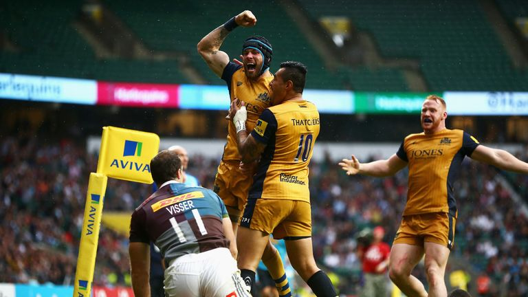 Ryan Edwards celebrates with Tusi Pisi after scoring Bristol's third try
