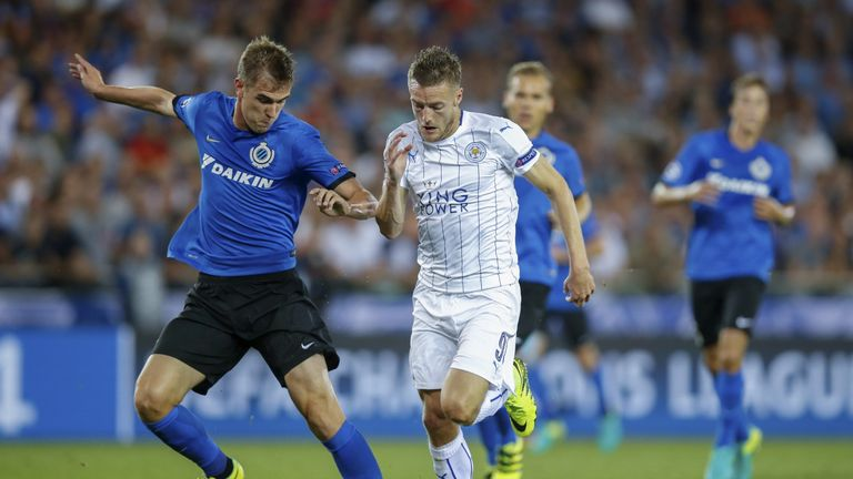 Club Brugge's Bjorn Engels (L) vies with Leicester's Jamie Vardy