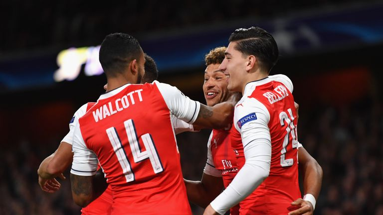 Arsenal celebrate Alex Oxlade-Chamberlain's goal