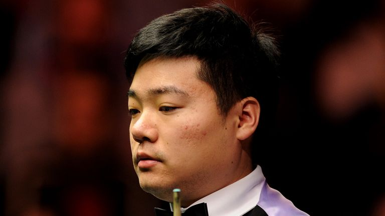 Ding Junhui opened up a 10-6 lead over current Masters champion Ronnie O'Sullivan