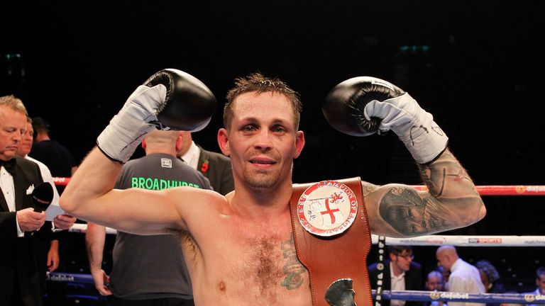 Don Broadhurst beat Louis Norman via split decision to win the English super-flyweight title
