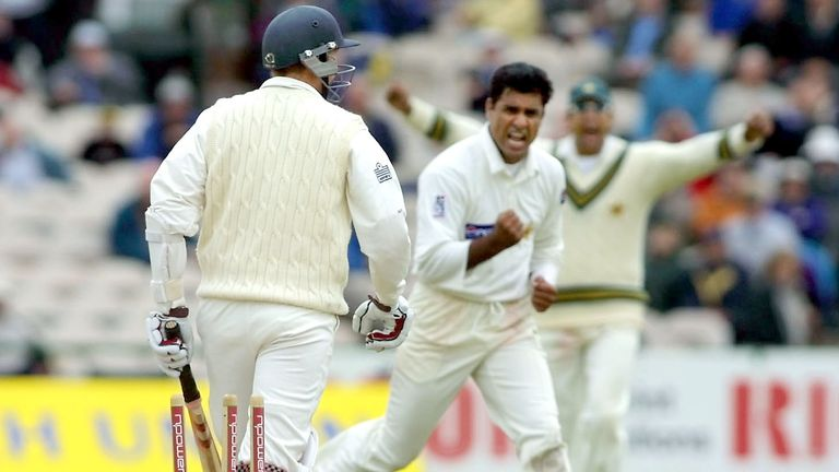 Waqar Younis (C) celebrates bowling Michael Atherton (L), thw wicket which triggered Englands collapse at Old Trafford
