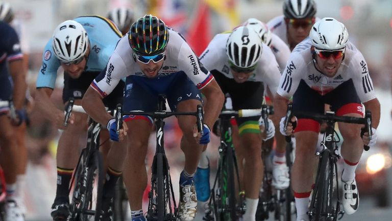 Sagan and Cavendish sprint for the line