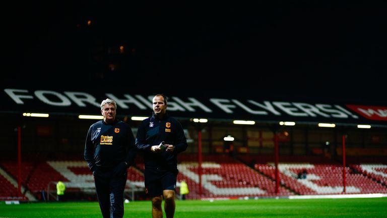 Steve Bruce (left) alongside Stephen Clemence during their time at Hull City