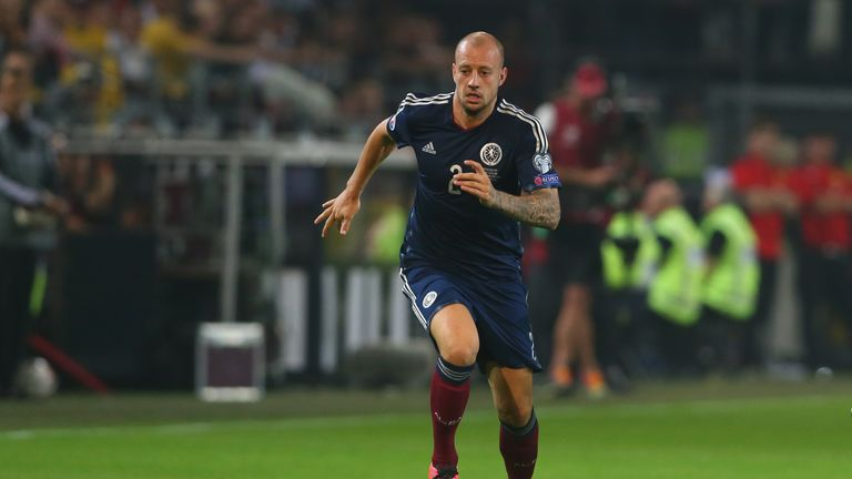 Alan Hutton has retired from Scotland duty