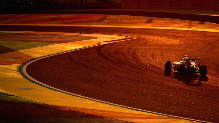 Carlos Sainz in the Bahrain GP twilight - Picture from Getty Images