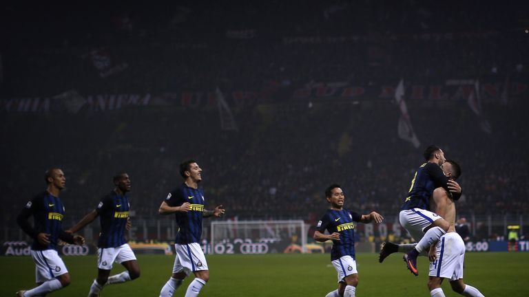 Inter Milan forward Ivan Perisic (R) celebrates with team-mates after his last-gasp equaliser