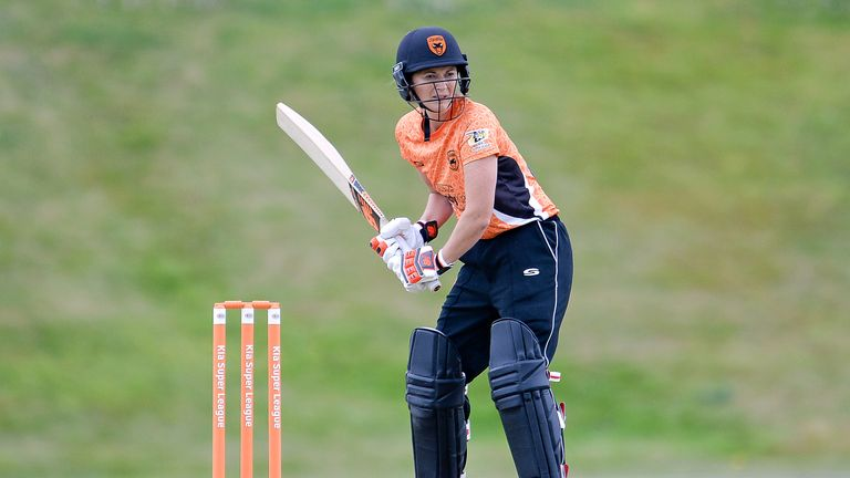 Charlotte Edwards has signed for Hampshire for next season