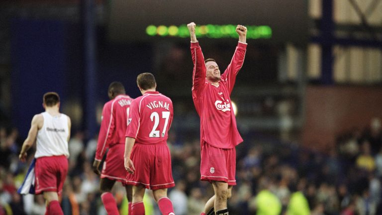 Carragher celebrates victory over Everton in 2001
