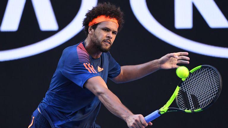 Tsonga is through to Australian Open quarter-finals