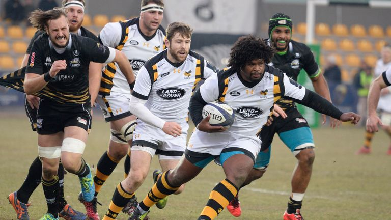 Ashley Johnson  of Wasps runs with the ball against Zebre