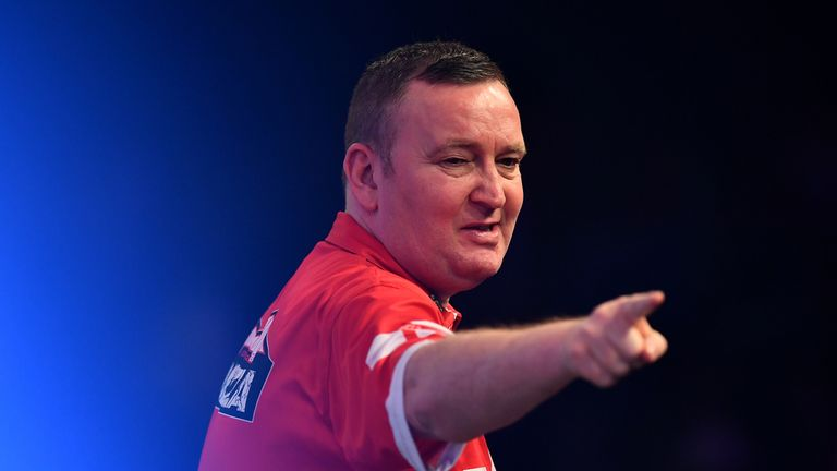 Glen Durrant made an impressive start to his title defence
