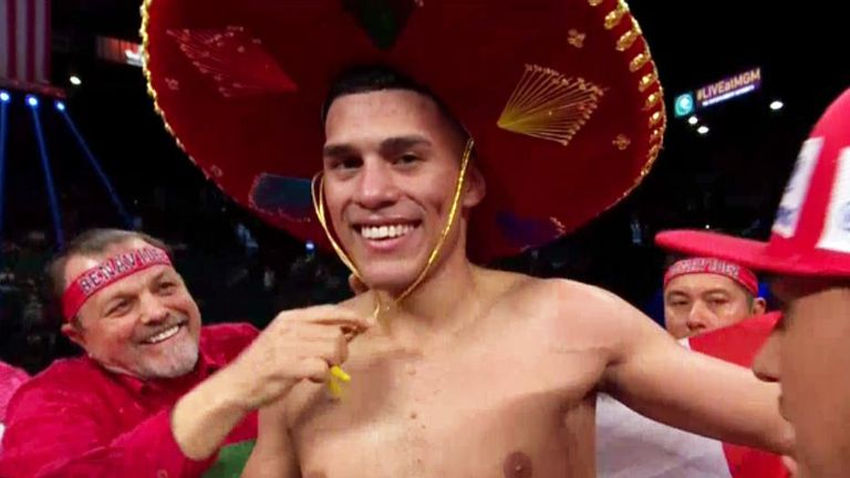 David Benavidez moved to 17-0 with another impressive win