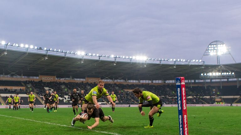 Liam Kay crosses for a second-half try against Hull FC