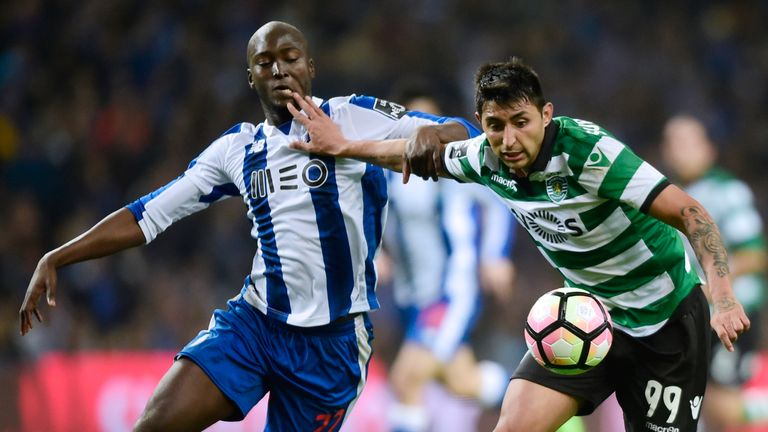 Porto midfielder Danilo Pereira (L) vies with Sporting forward Alan Ruiz