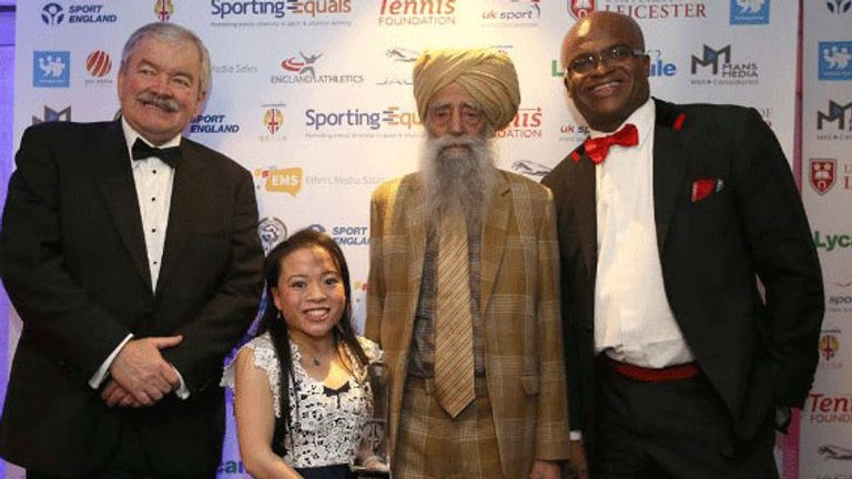 Rachel Choong was presented with her award by 105-year-old Sikh marathon runner Fauja Singh