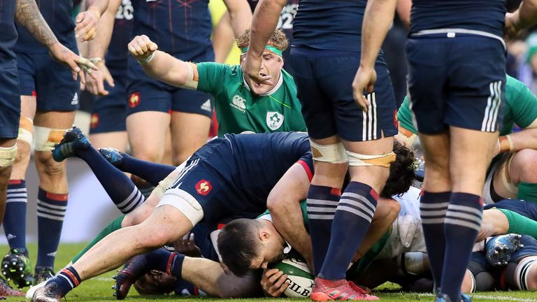 Conor Murray dots down for the game's only try