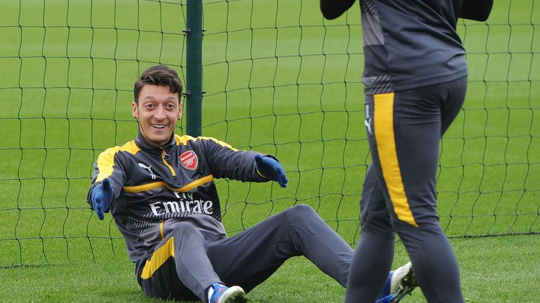 Mesut Ozil's contract situation is still not settled