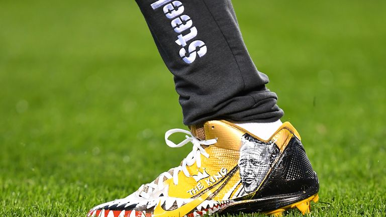 Brown used this footwear ahead of the Steelers taking on the Chiefs last autumn