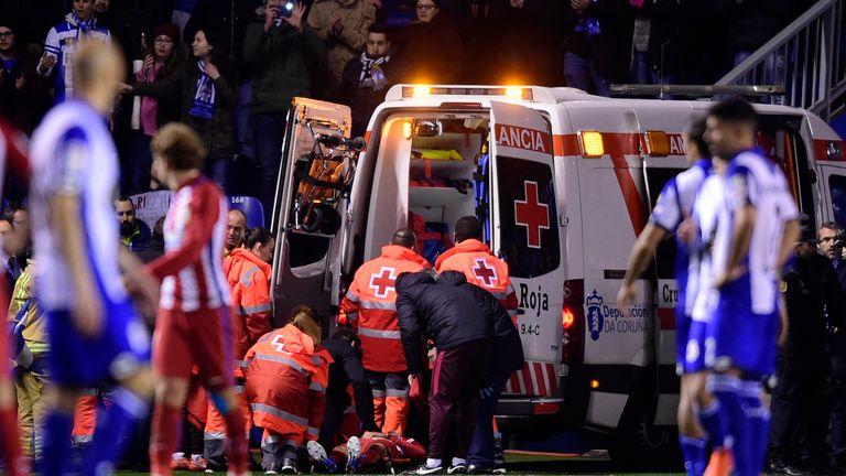 Fernando Torres left the pitch in an ambulance after his clash of heads against Deportivo