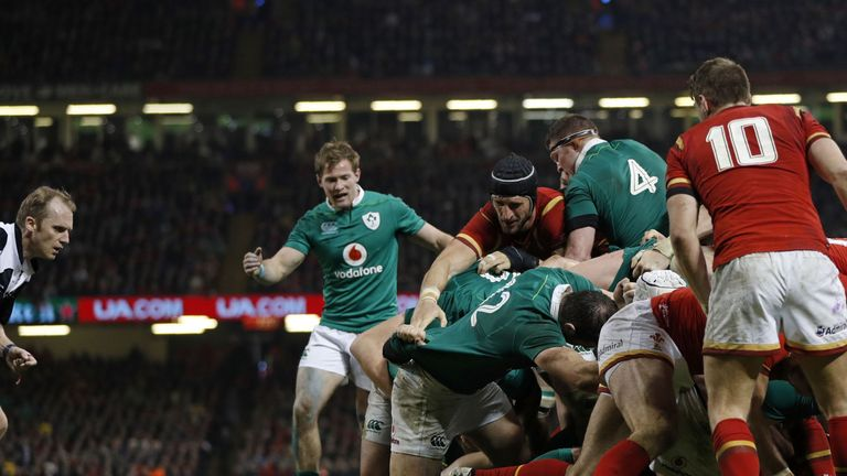 Robbie Henshaw was penalised for this entry into a maul on the Welsh line