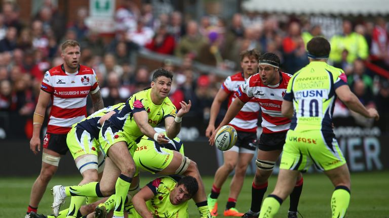 Mike Phillips releases the Sale Sharks backs