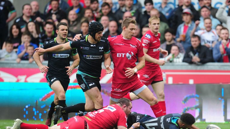 Ospreys' Keelan Giles scores his side's first try