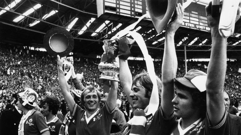 Man Utd went on to lift the FA Cup in 1977