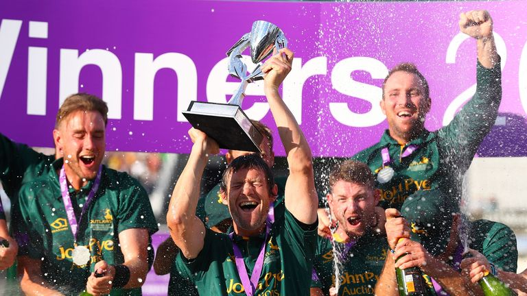 Nottinghamshire captain Chris Read lifts the 2017 Royal London One-Day Cup