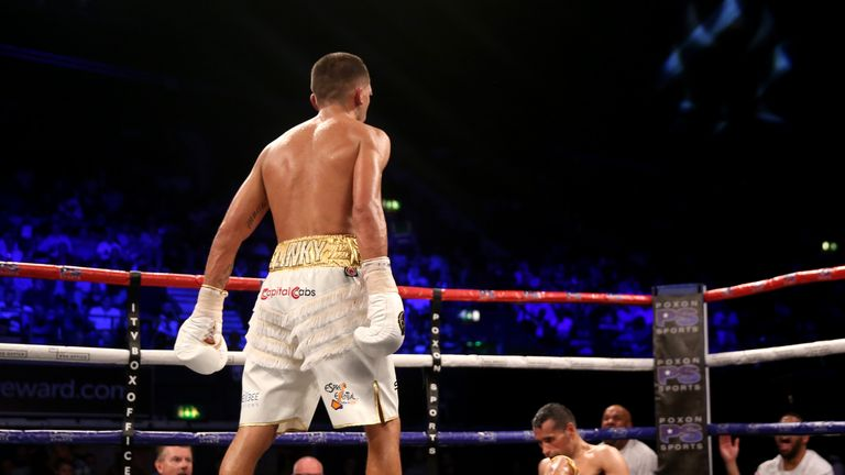 Lee Selby (left) was too good for Jonathan Victor Barros on Saturday nught