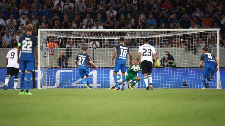 Simon Mignolet saves Andrej Kramaric's penalty