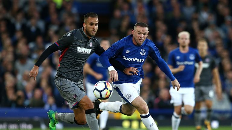 Wayne Rooney (R) competes with Gustavo Carbonieri (L)