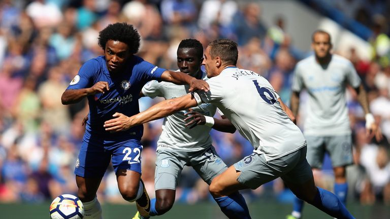Willian battles for possession with Phil Jagielka