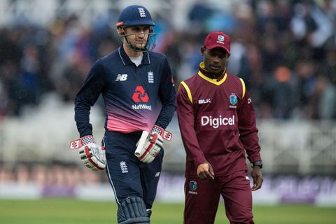Alex Hales leaves the pitch because of rain