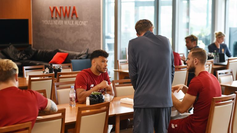 Oxlade-Chamberlain and Henderson chat over lunch