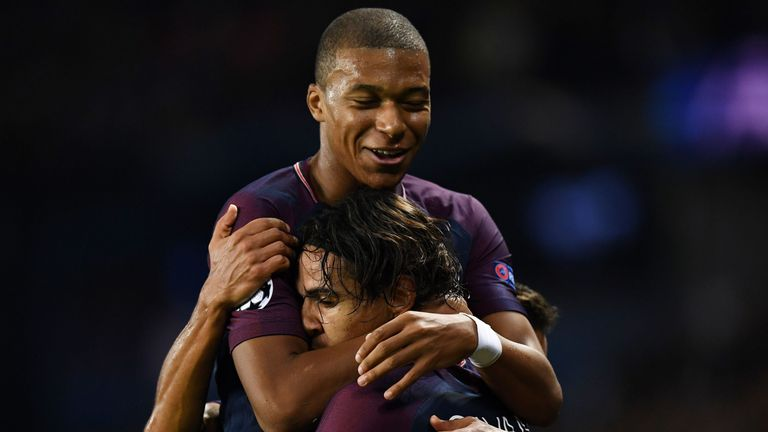 Mbappe congratulate Cavani after he doubles PSG's tally