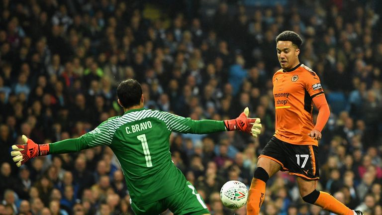 Claudio Bravo saves from Helder Costa