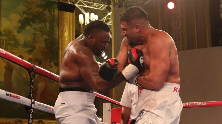 The heavyweights exchanged hooks at close quarters