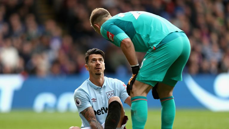 West ham defender Jose Fonte is expected to be in the New Year following surgery