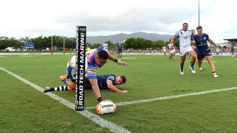 Matty Wright touches down in the corner for Samoa