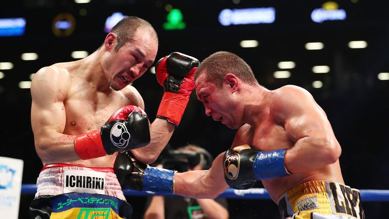 Sergey Lipinets (R) lands a body shot on Akihiro Kondo during their world title bout