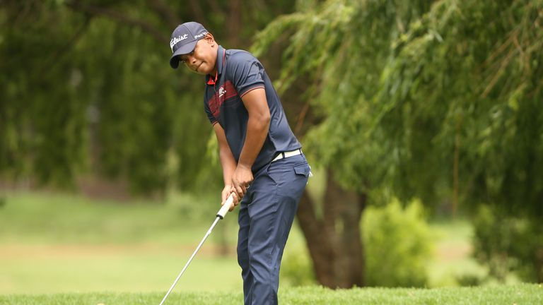 Keenan Davidse leads outright despite spending four days in hospital ahead of the tournament