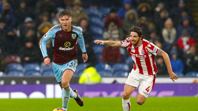 Jeff Hendrick and Joe Allen battle for the ball in the middle of the park