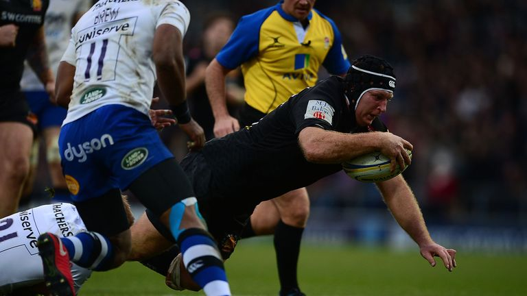 Thomas Waldrom scores the Chief's fifth try against Bath