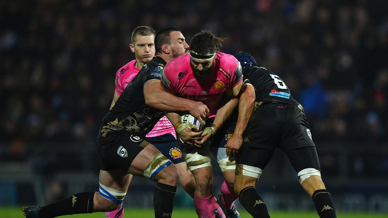 Don Armand  is tackled by Louis Picamoles and Julien Bardy